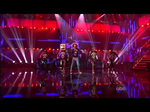 LMFAO With Halloween House AMA Performance