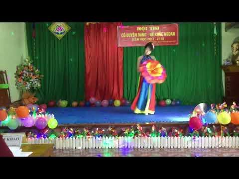 """Tiết mục múa """" Những cánh hoa mùa xuân"""" cô giáo Nguyễn Thị Thu Hiền"""