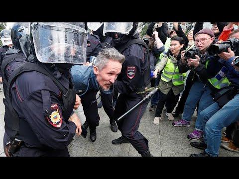 Συλλήψεις εκατοντάδων διαδηλωτών στη Μόσχα