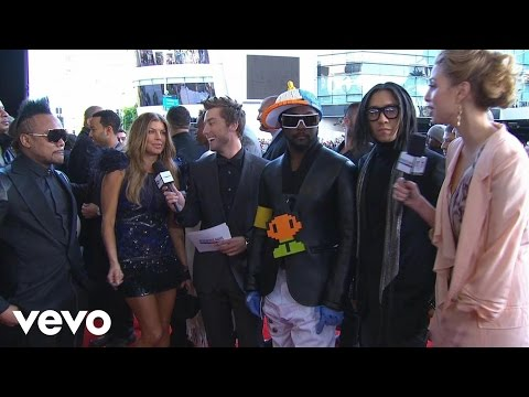 Black Eyed Peas - 2010 Red Carpet Interview (American Music Awards)