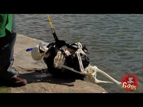 驚人實錄!潛水夫1分鐘內被食人魚咬成白骨!!