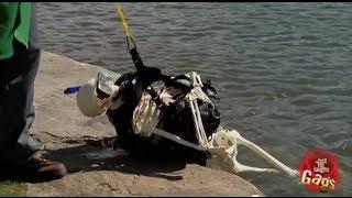 HELP!! Piranhas are eating the scuba diver!!