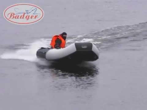 тест лодки волна