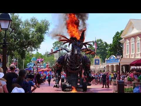 Front Row Disneyworld Parade Fire