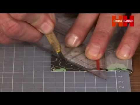 pergamano - In dit filmpje van hobbytijdschrift HobbyHandig leert u werken met de pergamano en de pergamano multigrids. Pergamano grids zijn roestvrij stalen kaarten die...