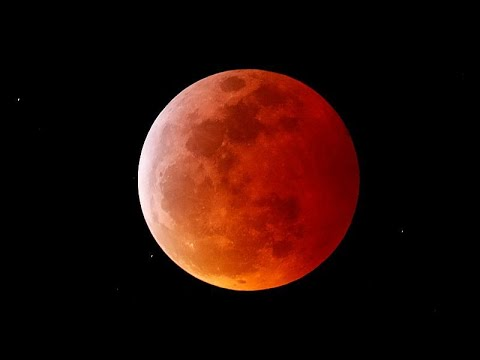 Εντυπωσιακές εικόνες από την ολική έκλειψη σελήνης