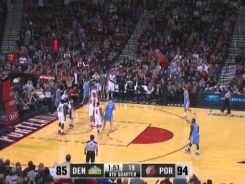 Damian Lillard dunks on the Nuggets!!!