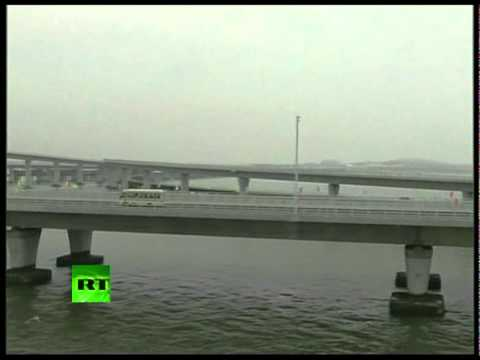 Video of world\'s longest sea bridge opened in China