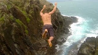 Saltando desde acantilados en Hawaii