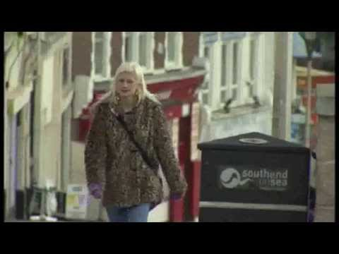 Fixer Sarah Underdown (23) from Essex, who experienced a lengthy phase of joblessness, wants to help other young people find their path in life. This story was broadcast on ITV News Anglia in March 2014.