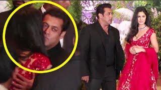 Video Salman Khan And Katrina Kaif HUG At Sonam Kapoor Reception MP3, 3GP, MP4, WEBM, AVI, FLV Mei 2018