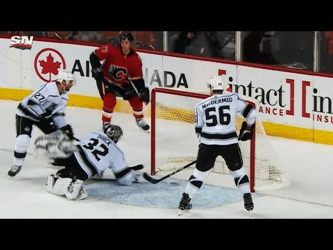 Video: Kings' MacDermid can't handle puck, Flames' Jankowski scores 7th