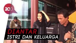 Video Jenazah Herman Seventeen Dibawa ke Ternate MP3, 3GP, MP4, WEBM, AVI, FLV Maret 2019