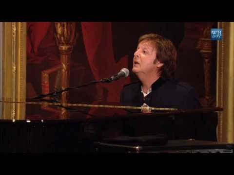 "Paul McCartney Performs ""Hey Jude"" 