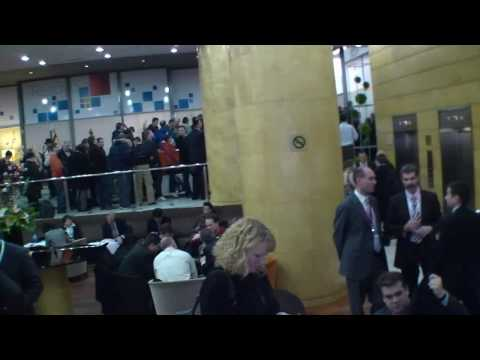 Crowd at the Microsoft Press Conference at MWC2010 (видео)