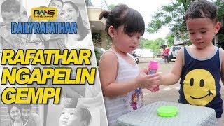 Video RAFATHAR NGAPELIN GEMPITA #DAILYRAFATHAR MP3, 3GP, MP4, WEBM, AVI, FLV April 2019