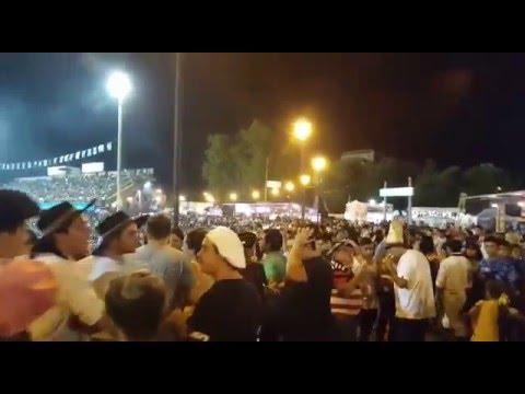 Una multitud espera a Los Manseros en la última noche tradicional de Jesús María