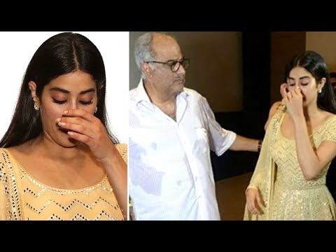 Emotional Janhvi Kapoor Cries At Sridevi's Film