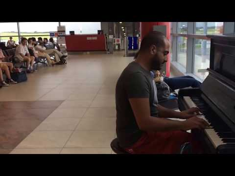 This Man Entertains These People At An Airport With His Brilliant Piano Skills