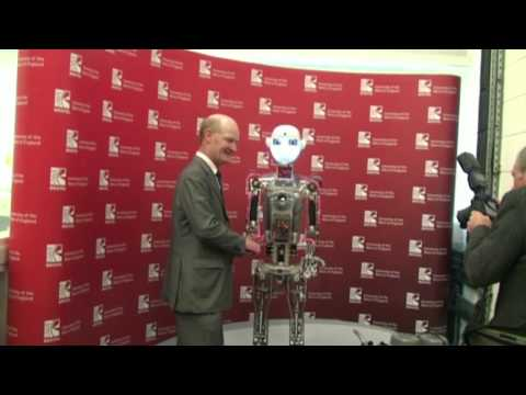 David Willetts trifft sich UWE RoboThespian