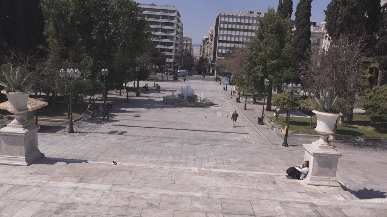 Αθήνα: Αισθητά μειωμένη η κίνηση στους δρόμους της πόλης λόγω κορονοϊού