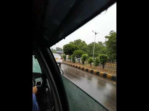 Karachi main Barish ☔Enjoy with firends Long drive🚗⛈🌦️Bhot Hi Beautiful ✌️😍Mousum Hy Yaar ♥️💕💞