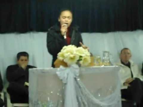 Chaiany Cantando na Vigília em Estrela