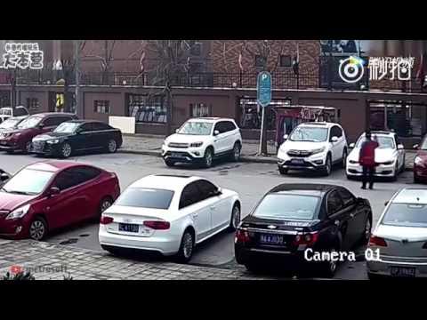 Cuando tienes un nuevo coche e intentas aparcarlo para no rallarlo