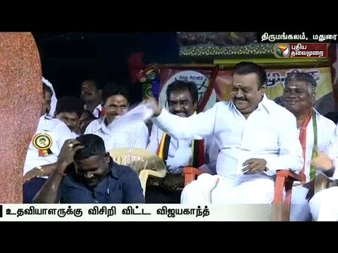 Vijayakanth-fans-his-assistant-during-a-election-meeting