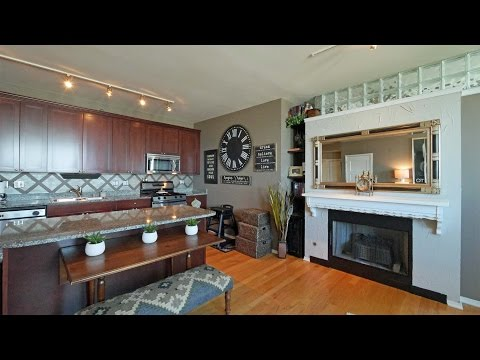 Tour a South Loop 2-bedroom with great views and upgrades
