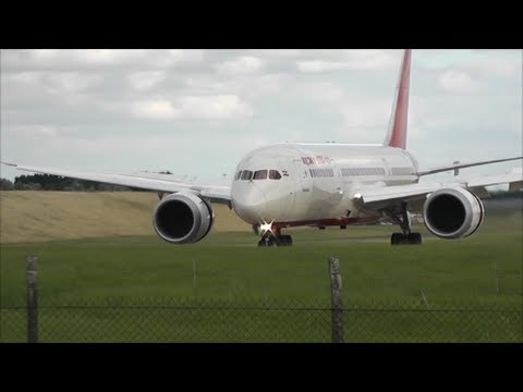 Planes at Birmingham Int'l Airport | 10/08/13