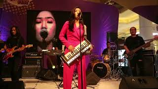 Video Opening - MAD by ISYANA SARASVATI @Sunsilk Kilau Fest MP3, 3GP, MP4, WEBM, AVI, FLV April 2019