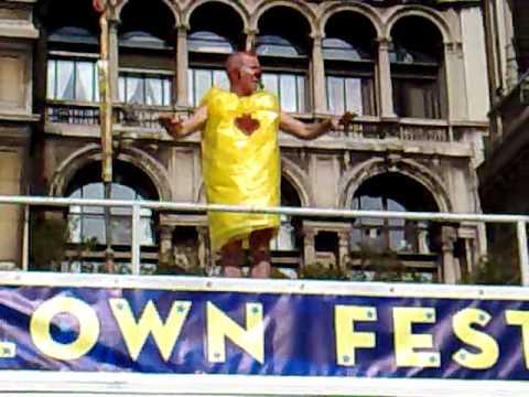 Milano Clown Festival 2010 - Moriss - Apertura Piazza Duomo