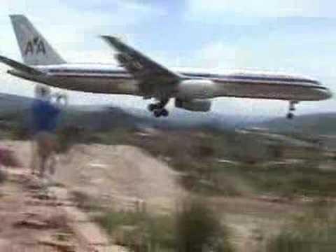 Skilled Pilot does Crazy Landing!