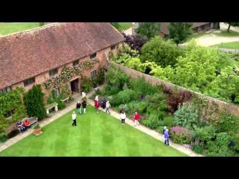 , title : 'The gardens at Sissinghurst Kent, June 2013'