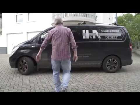 Martin van Waardenberg leert stucadoren en behangen