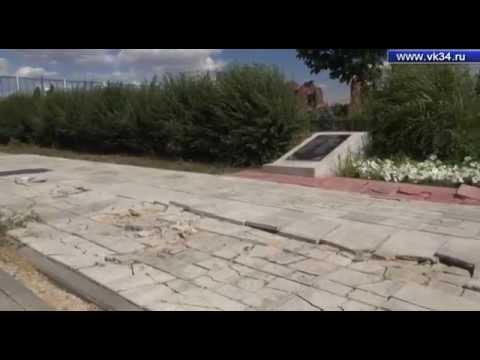 В Волгограде на Острове Людникова тяжелая техника разрушила тротуарную плитку