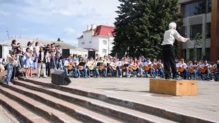 В Николаеве рекордное количество гитаристов исполнили гимн Европы