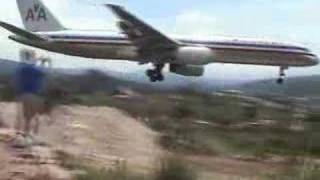 AA landing in Tegucigalpa, prior to May 2009 984 ft extension increasing the length of the runway from 6112 ft to its current 7096...