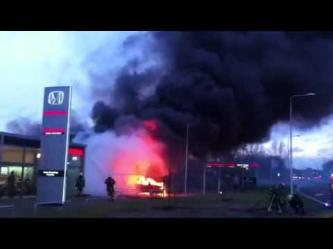 Uitslaande brand in een autowasserette in Amelo