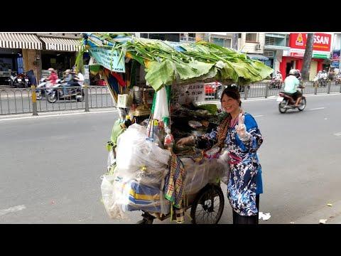 """Chiếc xe lá chuối thiên thần các món ăn truyền thống Cô Tám Trần """"KỲ LẠ"""" nhất Sài Gòn - Thời lượng: 19 phút."""