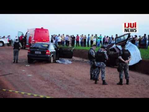Colisão entre dois carros mata quatro pessoas em Ajuricaba/RS