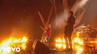 Kasabian - Fire (Live at the BRIT Awards 2011)