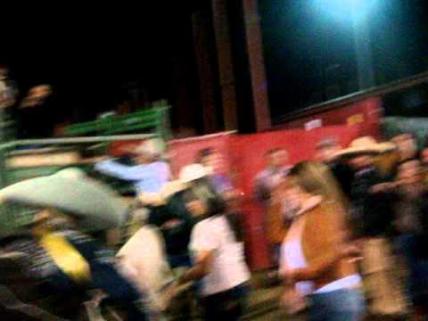 Chingasos en el coleadero en el pico rivera  con la banda jerez -2-26-11