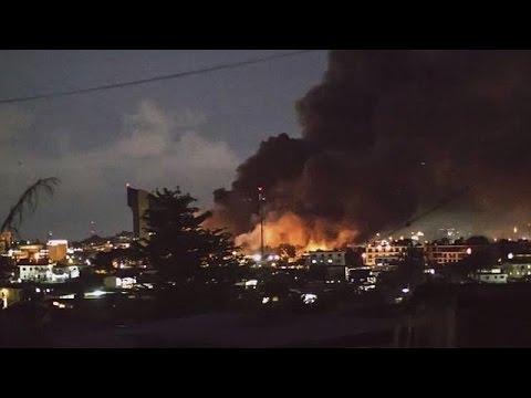 Γκαμπόν: Στις φλόγες τυλίχθηκε το Κοινοβούλιο-Σφοδρές συγκρούσεις διαδηλωτών και δυνάμεων ασφαλείας