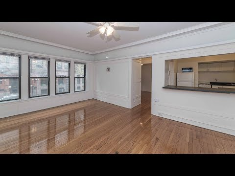 A large 1-bedroom with built-ins on the Lincoln Park / Lakeview border