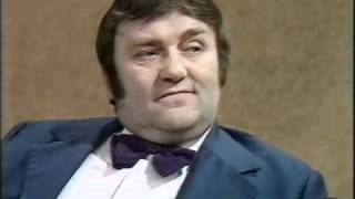 Video Parkinson - Les Dawson - 1974.avi MP3, 3GP, MP4, WEBM, AVI, FLV Agustus 2018