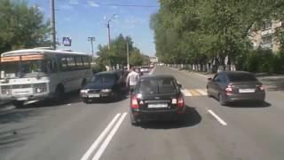 Potrącił dziecko na przejściu dla pieszych! Dostał wpi**dol od przechodniów!
