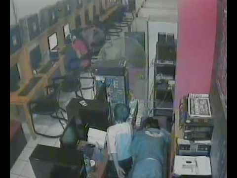 Bocah Maling Handphone Dan Uang Tertangkap CCTV (Dalam) Minet Ceng-Bar
