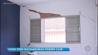 Vazamento de esgoto causa danos e casas são interditadas em Bauru